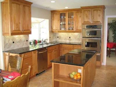 Warm Accents. This kitchen boasts an off-white quilted travertine backsplash